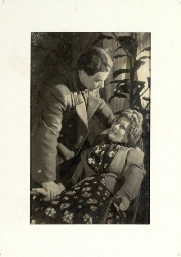 Miesčionys. 1951. Scena iš spektaklio. Aktoriai V.Tautkevičius ir E.Bindokaitė