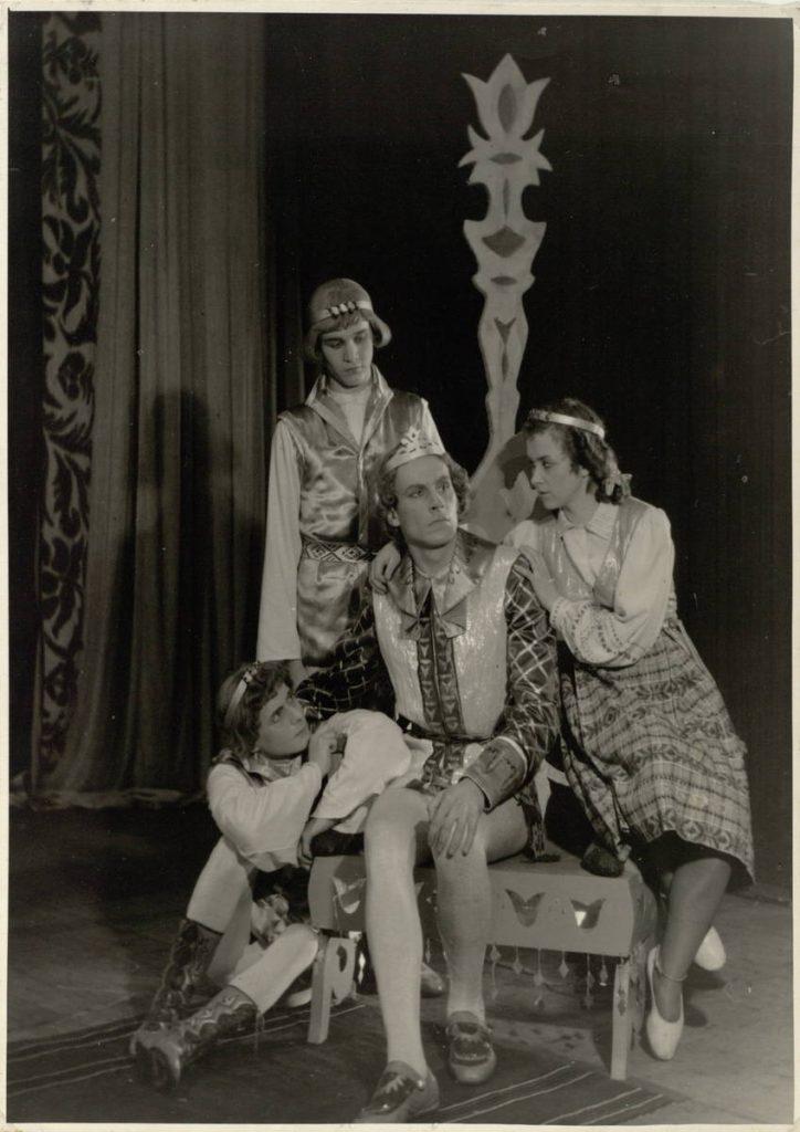 Eglė žalčių karalienė. 1954. Scena iš spektaklio. Uosis - akt. V.Tautkevičius