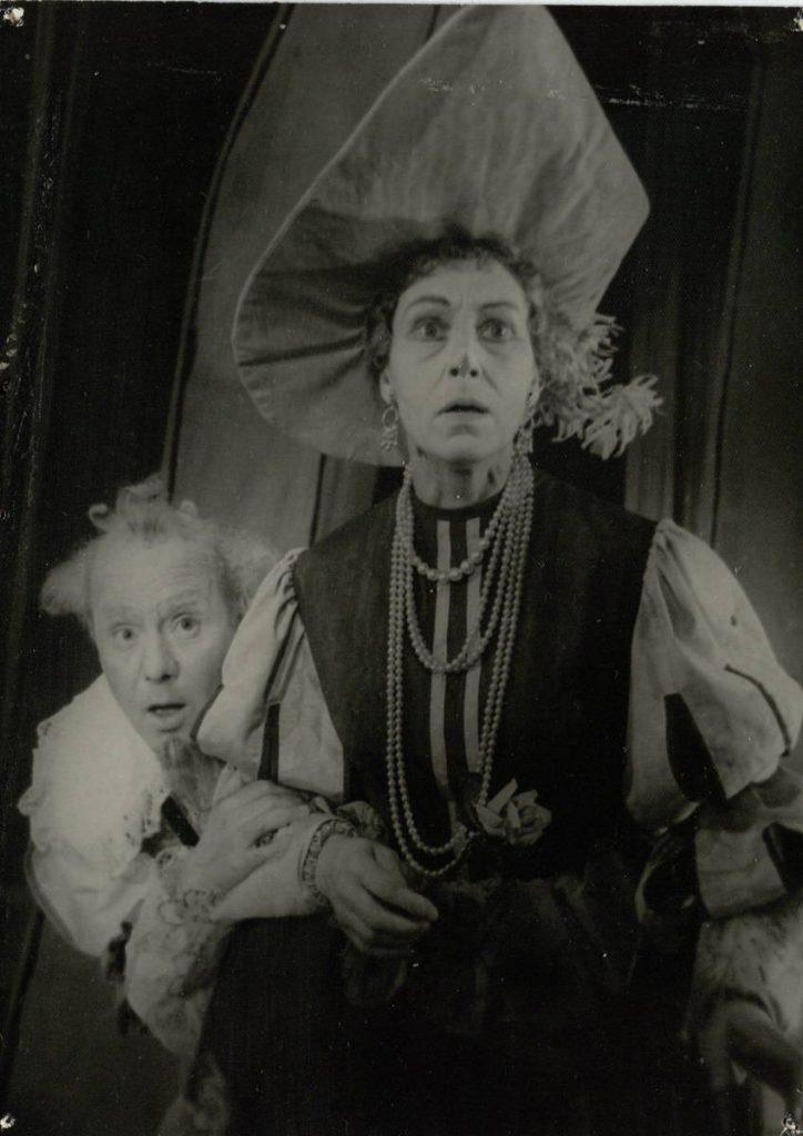 Don Sezaras de Bazanas. 1961. Scena iš spektaklio. Markizas de Montefioras - akt. V.Tautkevičius, Markize de Montefiora - akt. I.Gurinaitė