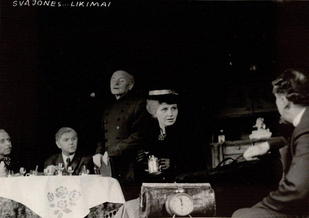 Solo bokšto laikrodžiui. 1974. Scena iš spektaklio . Mičas - akt. V.Tautkevičius