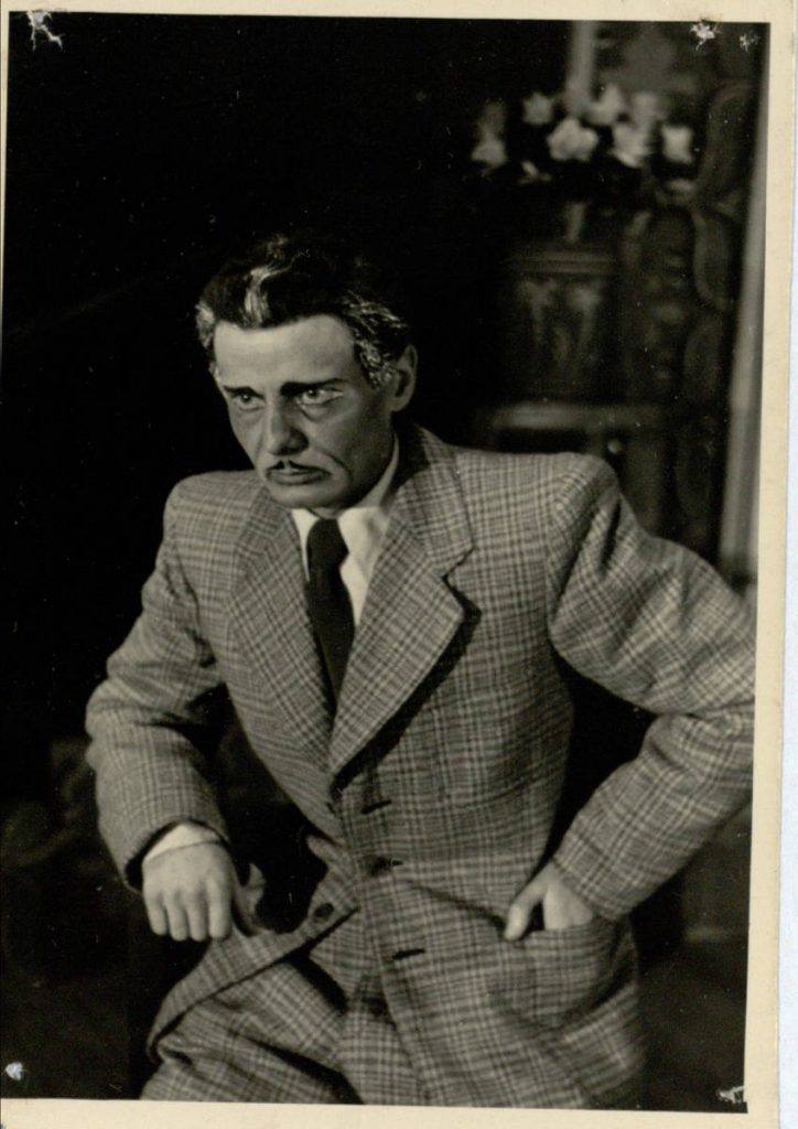 Giliosios šaknys. 1949. Scena iš spektaklio. Maksuellas - akt. V.Tautkevičius