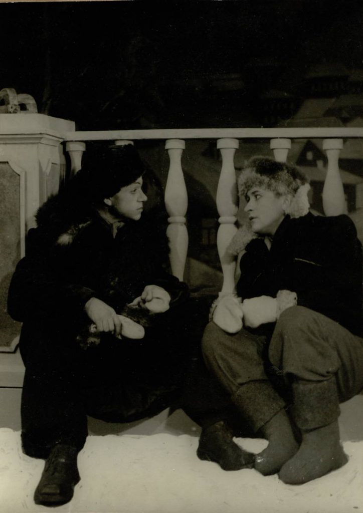 "Scena iš spektaklio ""Tavo asmeninis reikalas"", Nikita – akt. A. Dobkevičius, Orka – akt. L. Zmirskas, premjera – 1954 m."