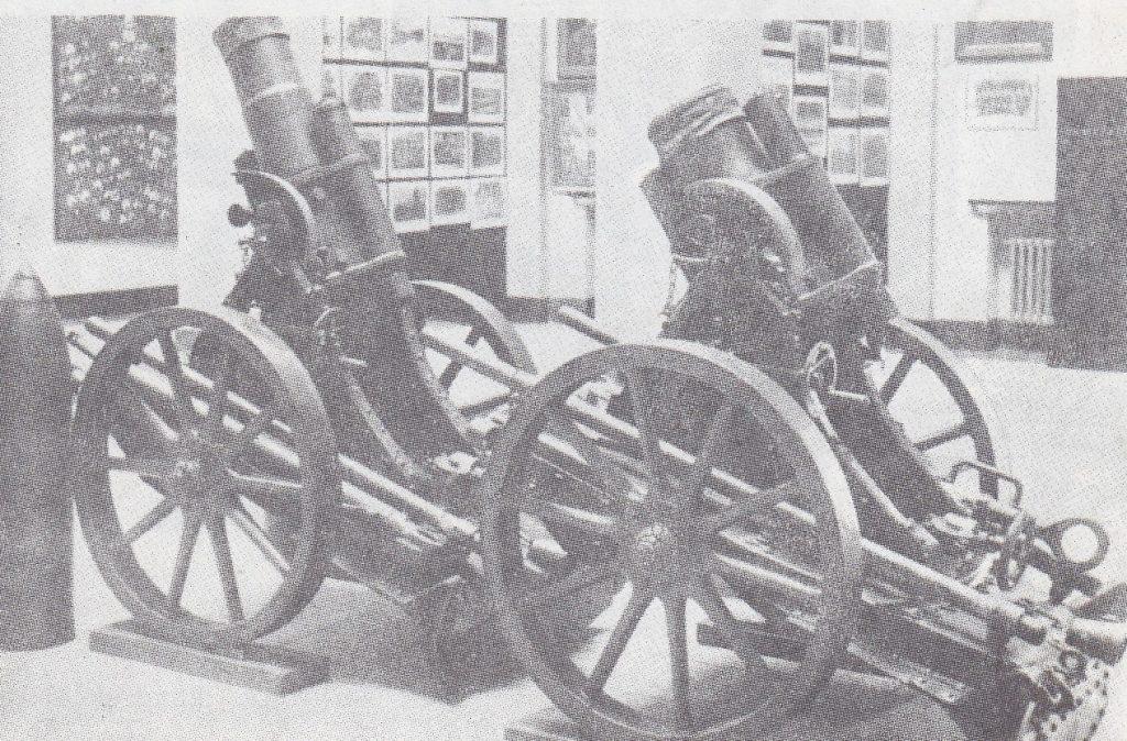 1919 m. kautynėse ties Radviliškiu iš bermontininkų atimti minosvaidžiai (Karo muziejus).