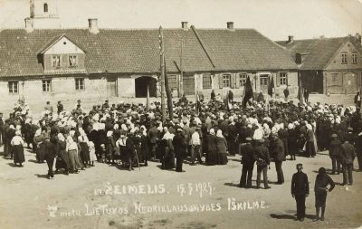 Vasario 16-osios minėjimas Žeimelio turgaus aikštėje. 1925