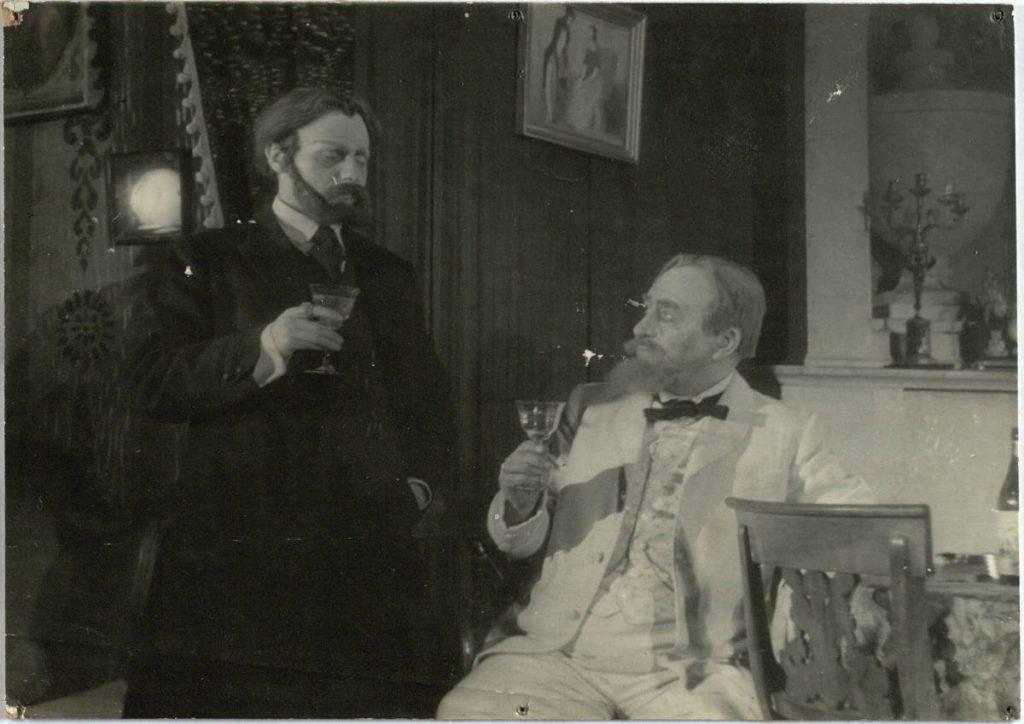 Belaisvės. 1950 m. Scena iš spektaklio. Koblovas - akt. V. Tautkevičius, Styrovas - akt. J. Zubėnas.