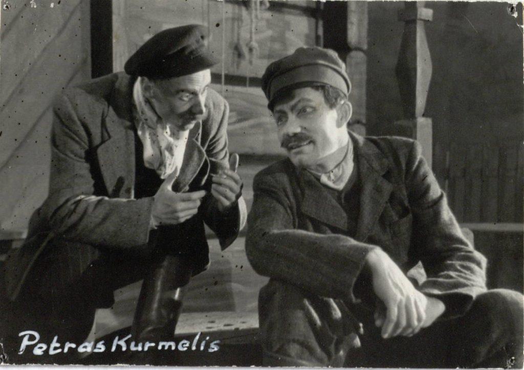Petras Kurmelis. 1950. Scena iš spektaklio. Kurmelis - akt. A.Petkevičius, Zolys - akt. V.Tautkevičius.