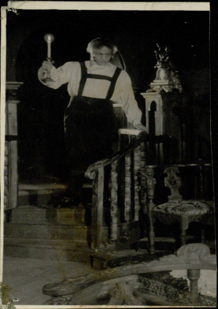 Eugenija Grande. 1952. Scena iš spektaklio. Akt. V.Tautkevičius Felikso Grande vaidmenyje