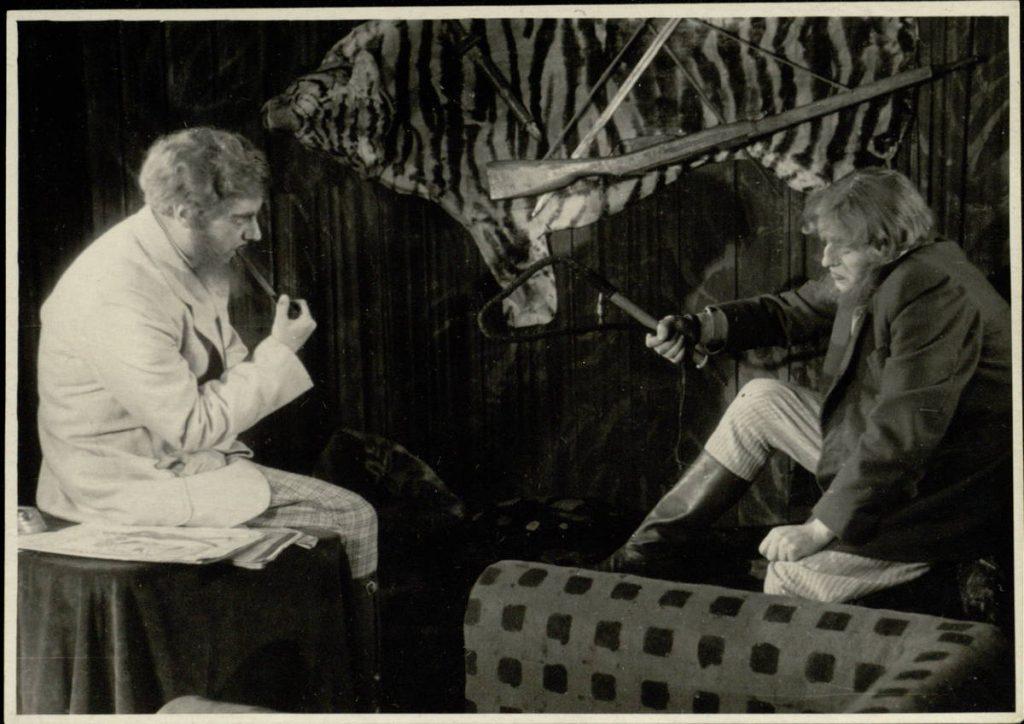 Rytojus bus mūsų. 1953. Scena iš spektaklio. Laris - akt. V.Tautkevičius, Viljeras - akt. E.Kunavičius