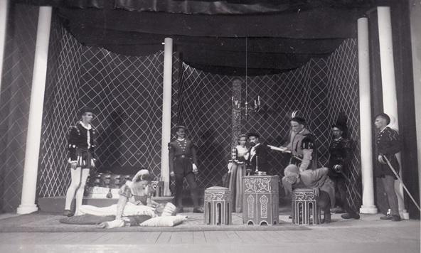 """Panevėžio valstybinis teatras.1941 m. spektaklis """"Valponė"""" Policininko vaidmenyje Vladas Tautkevičius"""
