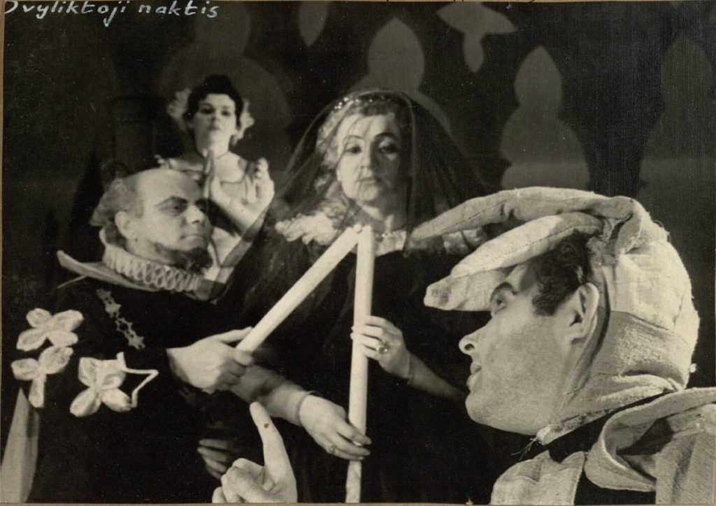 Dvyliktoji naktis. 1963. Scena iš spektaklio. Malvolijus - akt. V.Tautkevičius