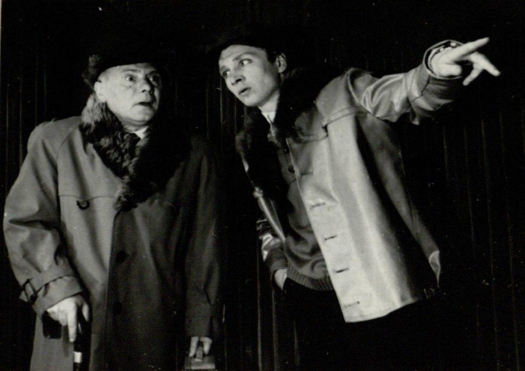 Rugiuose prie bedugnės. 1967. Scena iš spektaklio. Kolfildas - akt. A.Pintukas, Senelis – akt. V.Tautkevičius