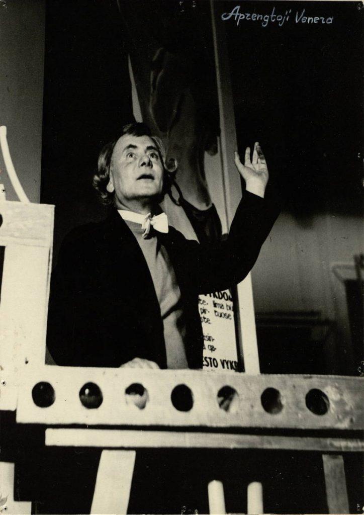 Aprengtoji Venera. 1968. Scena iš spektaklio, akt. V.Tautkevičius Profesoriaus vaidmenyje.