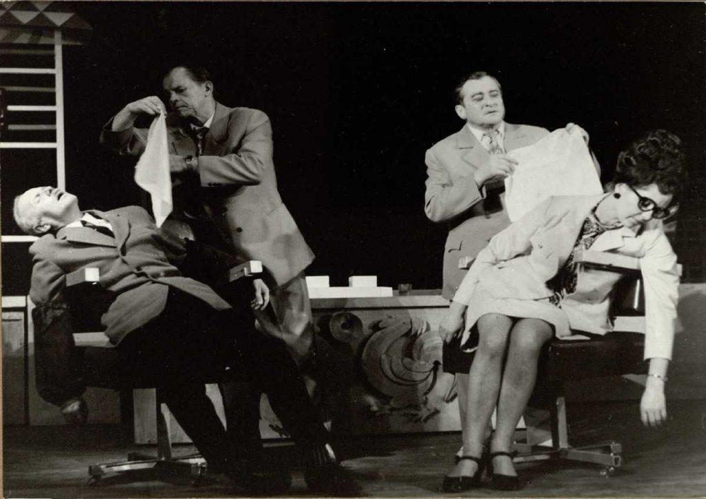 Savaitgalio pokštai. 1972. Scena iš spektaklio. aktoriai V.Tautkevičius, S.Paska, L.Zmirskas, G.Vaiginytė