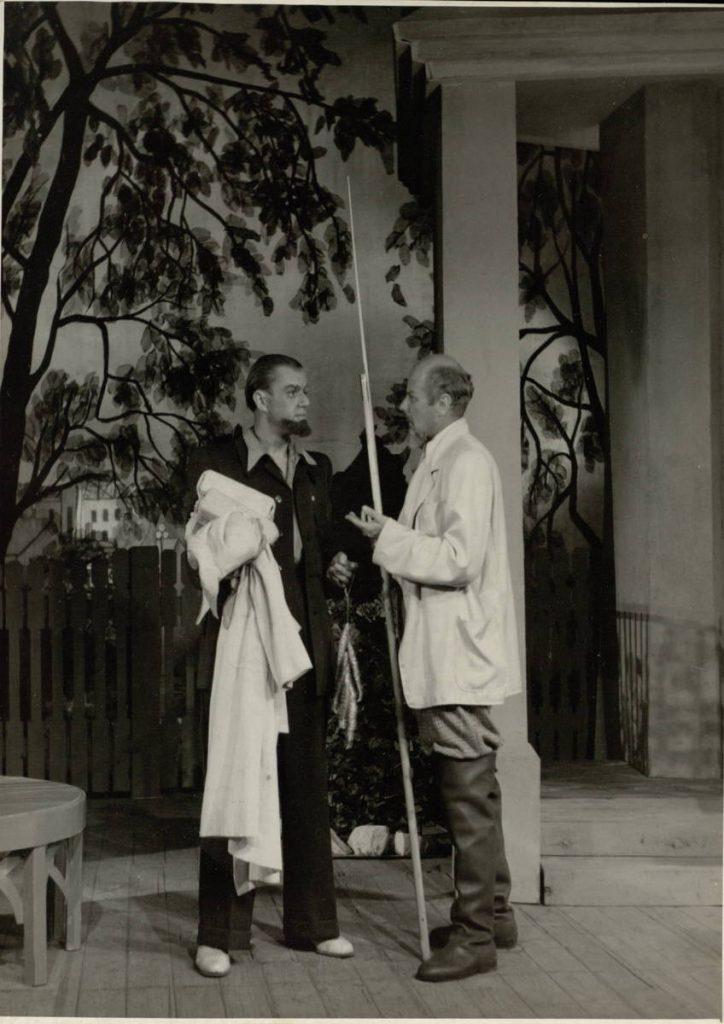 "Scena iš spektaklio ""Karšta vasara"", Čemarka – akt. A. Dobkevičius, Mineikis – akt. V. Tautkevičius, premjera – 1955 m."