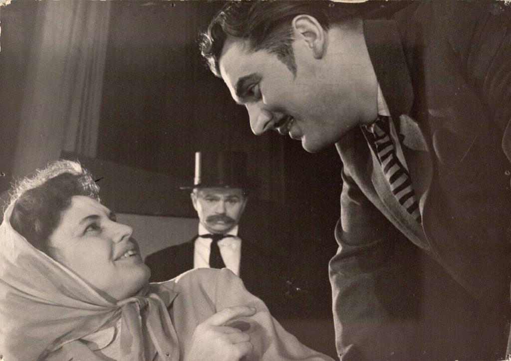 "Scena iš spektaklio ""Jo ekscelencija Vabalas"", Vabalas – akt. A. Dobkevičius, Magda – akt. J. Gascevičiūtė, premjera – 1965 m."