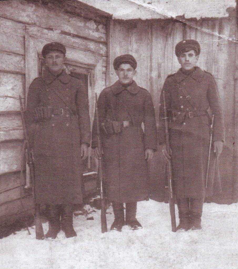 Vieni pirmųjų Lietuvos savanorių. 1919 m. Eugenijaus Peikštenio rinkinys.