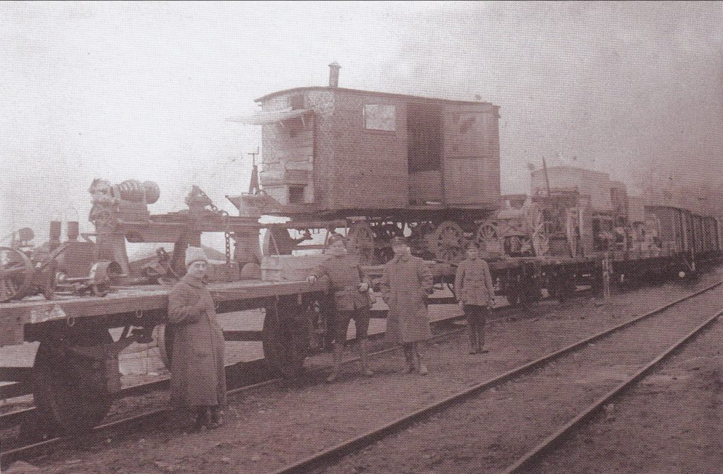 Iš bermontininkų paimti trofėjai Linkaičių stotyje. 1919 m. Vlado Kurkausko šeimos archyvas.